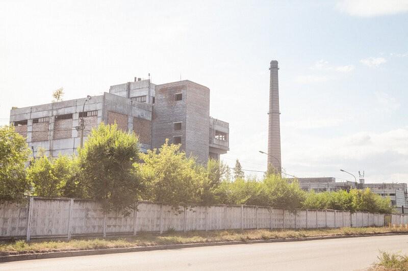 В 1980-е годы Черногорск был одним из промышленных центров Красноярского края: кроме завода искусственных кож, в городе работали камвольно-суконный комбинат, завод железобетонных конструкций, комбинат «Сибирь», Хакасский комбинат строительных материалов (самый большой в Восточной Сибири), деревообрабатывающий комбинат и другие